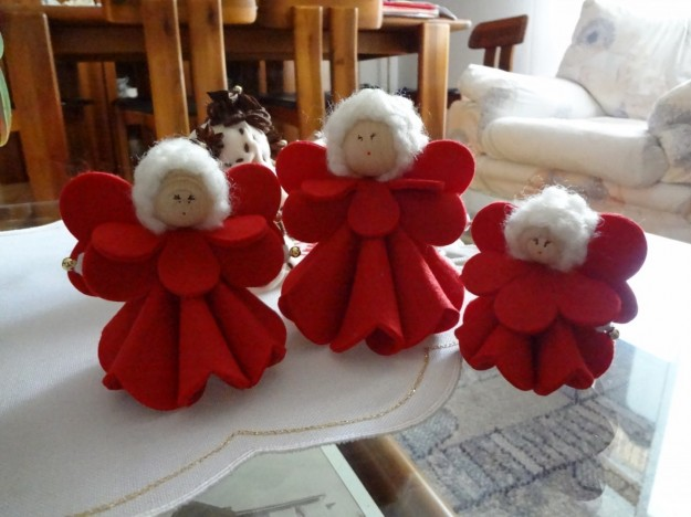 angioletti-in-feltro-rosso