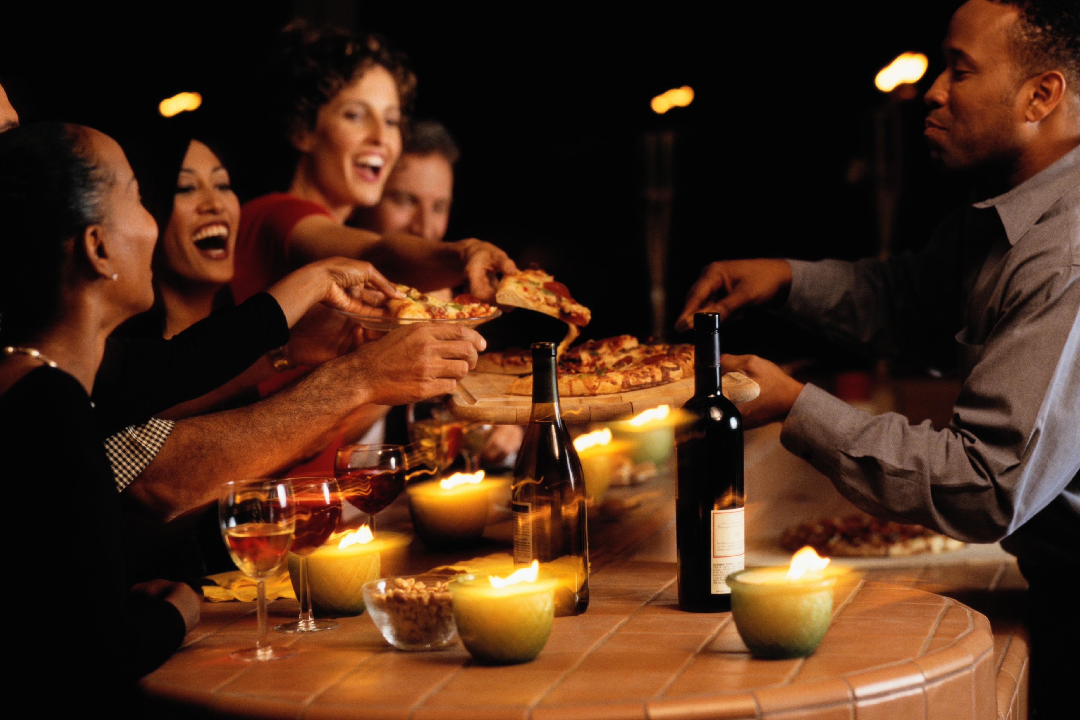 come-organizzare-una-serata-divertente_0d99abd01c24b14538bf32da8a9ef3f6